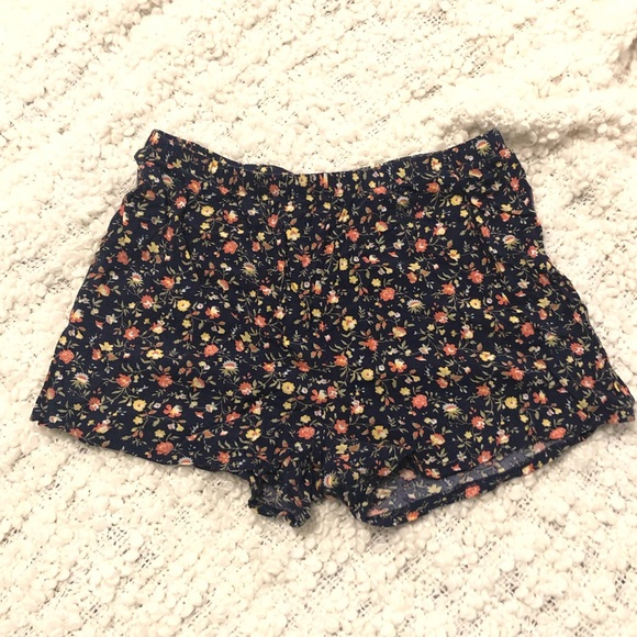 10 for $15 - Comfy Floral Shorts - Size XS